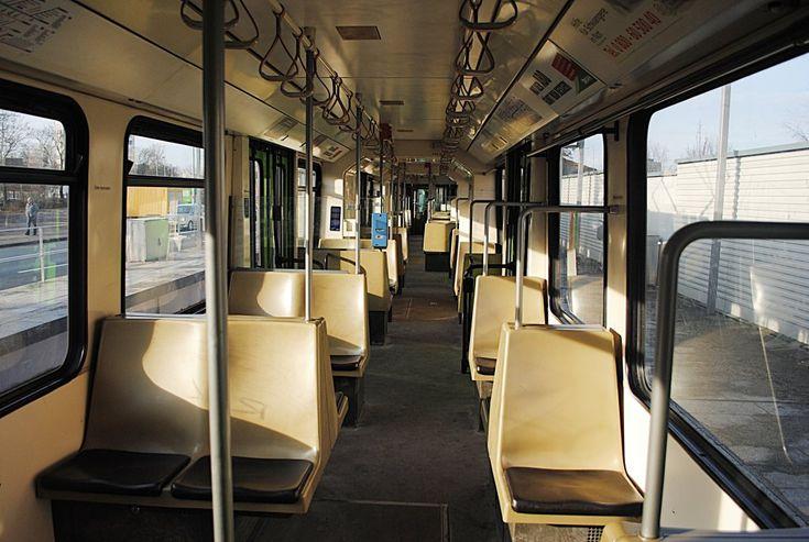 Inneneinrichtung eines TW 6000, der Stadtbahn Hannover. Foto vom 09.01.2011