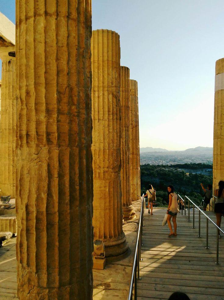 Les propylées de l'Acropole d'Athènes #athens #acropole #greece