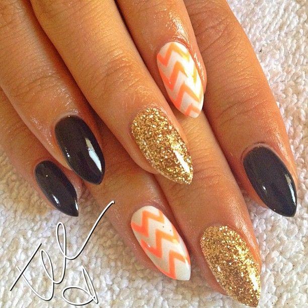 Vacay nails for @regineallison! #black #gold...