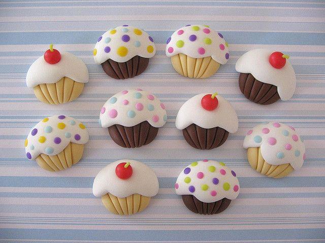 Cupcakes imans polymer clay פליקר יפהפה  עם המון דברים מתוקים