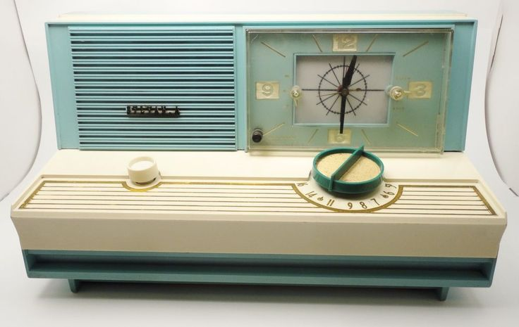 Vintage 1960 Retro Turqoise Radio Sylvania 5C12 MCM Table-Top Atomic Alarm Clock http://stores.ebay.com/pricelessfinds/Vintage-Collectible-/_i.html?_fsub=10901744017