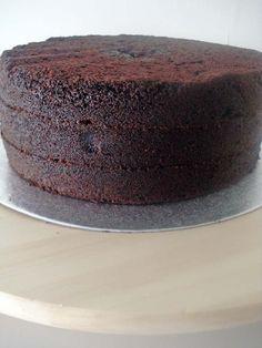 Receta del bizcocho de chocolate más popular de Whimsical Bakehouse. Es muy intenso, es muy oscuro es ¡puro chocolate! Este es tu bizcocho de chocolat