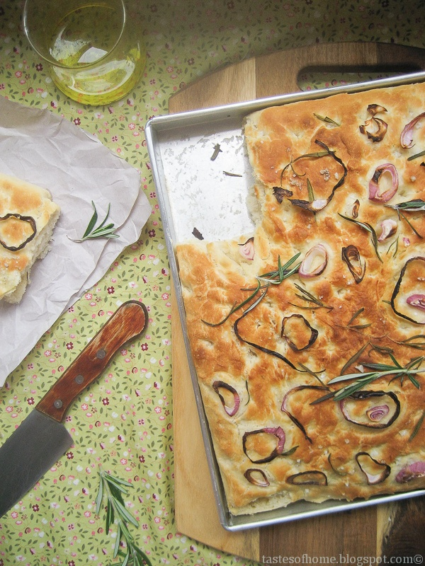Focaccia: Daily Breads, Breads Focaccia, Breads Baking, Focaccia Easy, Recipe Savory, Onions Focaccia, Rosemary Onions, Focaccia Recipe, Photos Tutorials