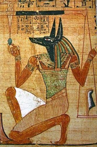 Los símbolos egipcios y su significado. Según las representaciones murales parece que los egipcios no hicieron distinción entre el chacal y el perro salvaje lo que dificulta el interpretar correctamente cuál es el animal que sirvió para representar al dios Anubis.
