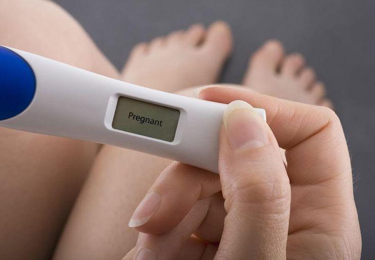 Schwangerschaftstest dm, Rossman, Müller, Rewe, aus der Apotheke oder online kaufen:   Die Angebote sind vielfältig, die Auswahl ist riesig, doch welcher Schwangerschaftstest liefert Dir ein schnelles und zuverlässiges Ergebnis?  Du willst wissen, ob Du schwanger bist und welchen Schwangerschaftstest Du kaufen kannst, um ein zuverlässiges und sicheres Ergebnis zu bekommen?  Schwangerschaftstests kannst Du in Drogerien,