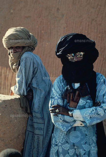 トゥアレグ族の民族衣装を着た男性 アルジェリア[02265015026]| 写真素材・ストックフォト・イラスト素材|アマナイメージズ
