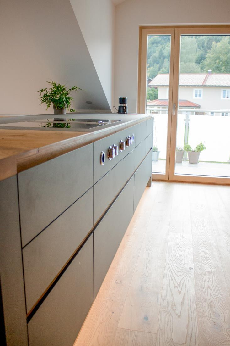 Kuche Weiss Eiche Altholz In 2020 Kuchendesign Modern Bora Kuche Kuchen Design