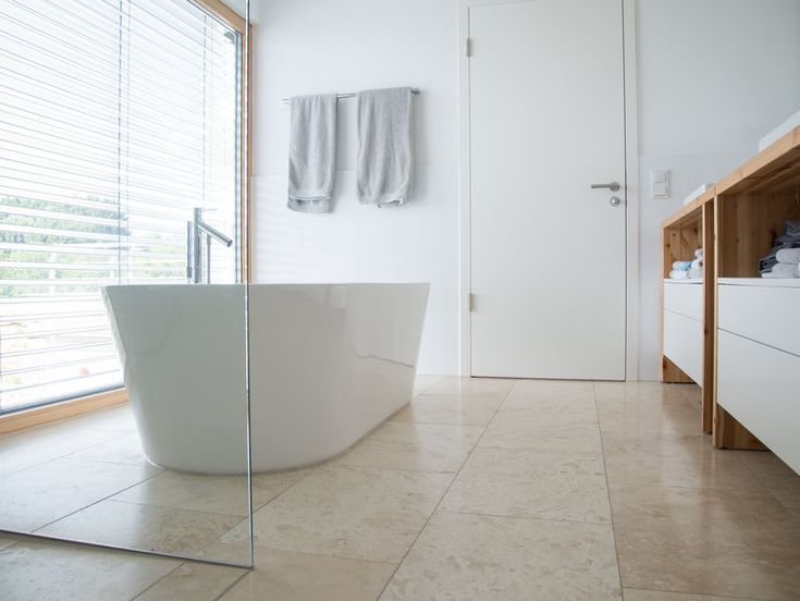 Les 25 meilleures id es de la cat gorie douche travertin for Carrelage 90x90 beige