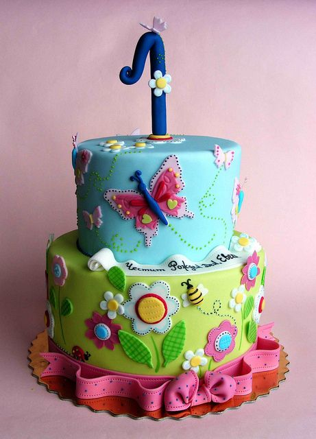 Tartas de cumpleaños - Birthday Cake - Flowers and butterflies cake by bubolinkata, via Flickr