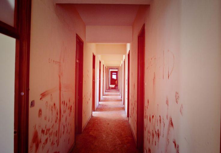 corridoio in rosso by mauro la martina