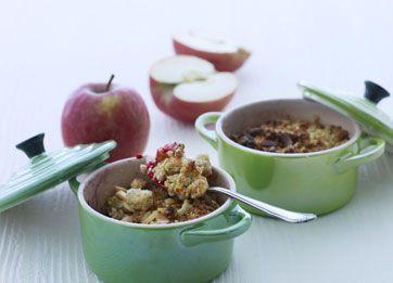 Crumblecake med æble og hindbær