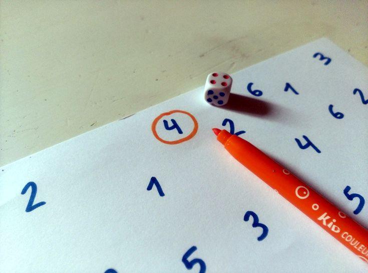 Ultimamente Guisante está con los números como en su día con las letras, quiere escribirlos, adivinarlos, los busca por la calle........ ...