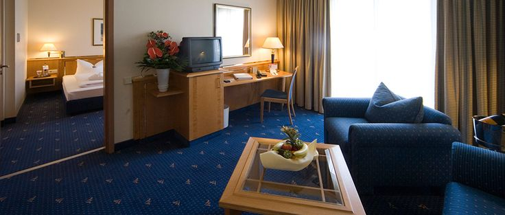Blick in eines der Hotelzimmer / View into one of the hotel rooms | RAMADA Hotel Magdeburg