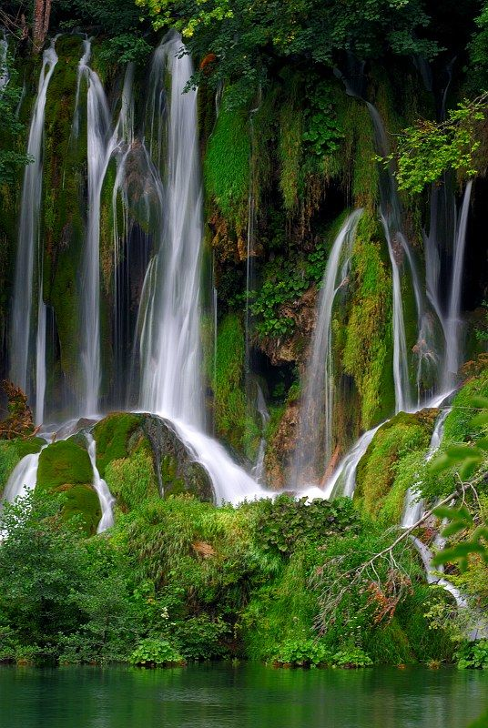 waterfalls in Croatia...such a beautiful country and the people were wonderful when I visited...wish I'd been able to see more if it...Next time!  .:)