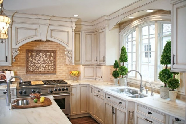 Charleston Style KitchenKitchens Colors, Decor Ideas, Cabinets Colors, Dreams Kitchens, House Ideas, White Kitchens Cabinets, Dreams House, Chocolates Glaze, White Cabinets