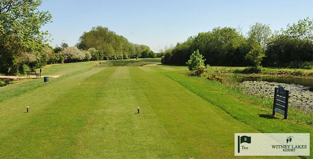 Witney Lakes Resort - Beautiful views of the golf course - prettily lit in the evenings, on the outskirts of Witney.