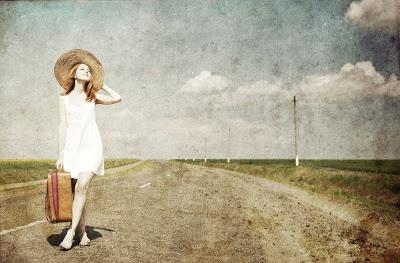 Demos sentido a nuestra vida. ¿Hay algo que te impulse a avanzar, que te aliente en las dificultades y te ayude a superar los problemas?¿Percibes si hay algo que le de coherencia a lo que haces y que te de la sensación de rumbo?A veces percibimos que andamos a tientas, sin rumbo, y a la deriva. Cuando no se tiene un rumbo propio (hacia donde vamos), nos ponemos a merced de otros (somos... [seguir leyendo en http://blog.fatimabril.es/2013/01/demos-sentido-nuestra-vida.html