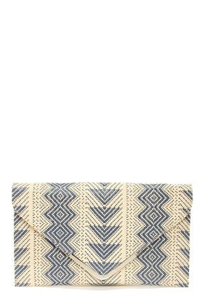 ::this blue and white clutch would be prefect for your next beach or tropical vacation with a white flowy dress::