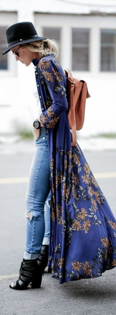 Super long maxi boho chic floral kimono with hippie jeans & gypsy backpack. FOLLOW https://www.pinterest.com/happygolicky/the-best-boho-chic-fashion-bohemian-jewelry-gypsy-/ for more Bohemain style ideas.
