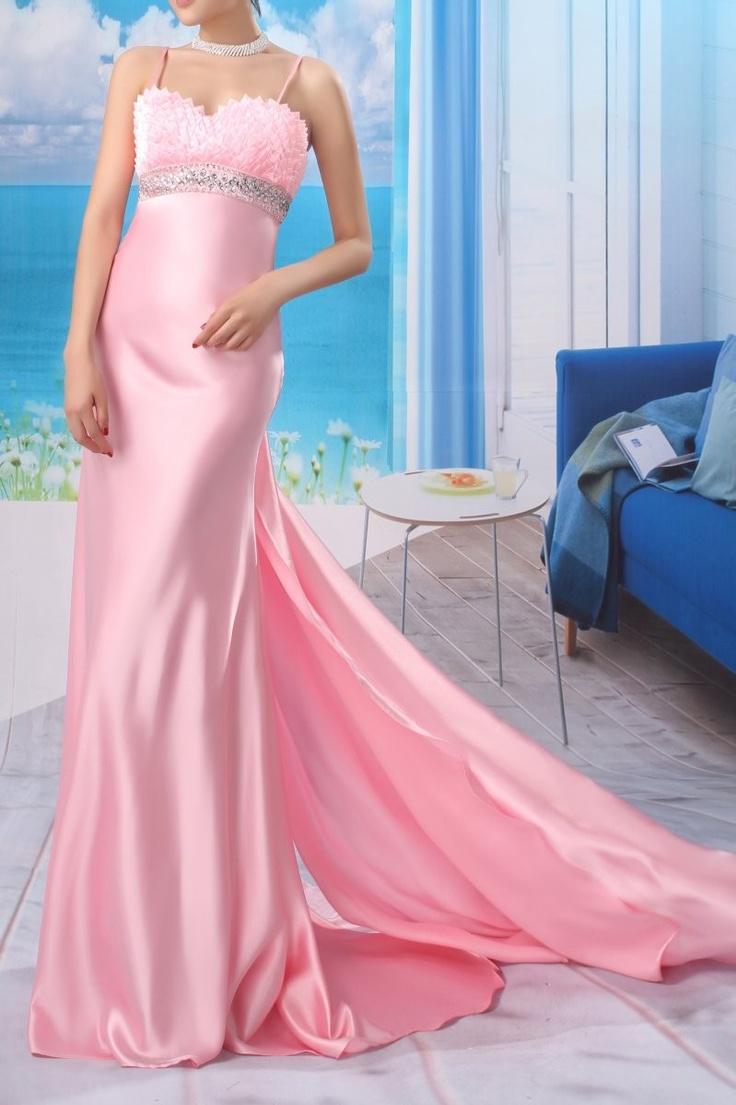 Sleek Pink Spaghetti Strap Evening Dress with Train