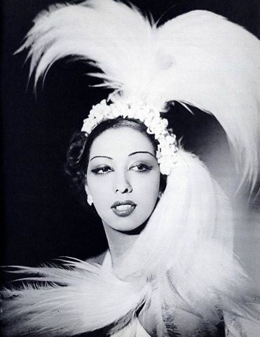 Josephine Baker at the Folies Bergeres (Paris). Photo: Piaz.