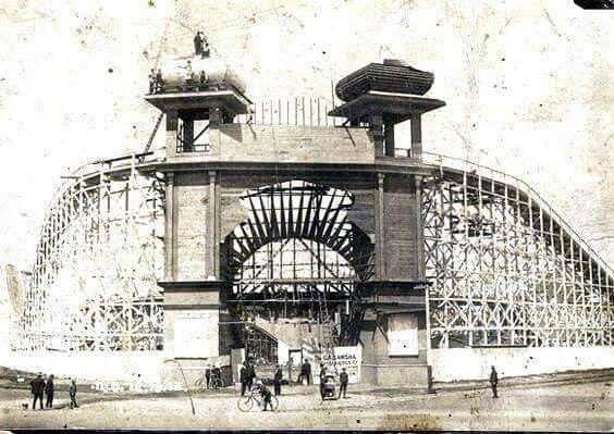Luna Park under construchion ar St Kilda.
