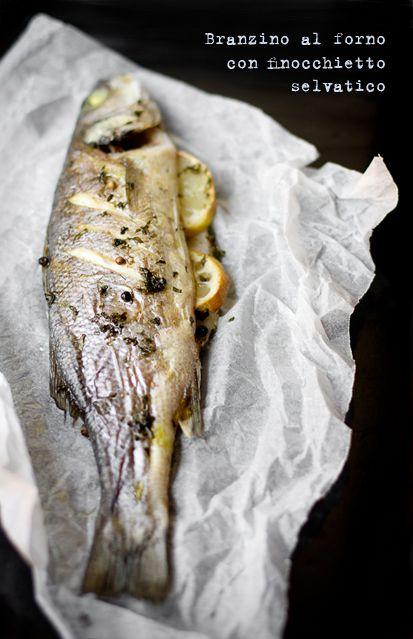 Branzino al forno al finocchietto selvatico da http://vanigliacooking.blogspot.it/2012/07/branzino-al-forno-al-finocchietto.html La quintessenza della semplicità :)