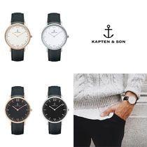 -KAPTEN & SON(キャプテン&サン)-とは シンプルで自由なカスタマイズが出来る!ドイツ発のユニセックスの時計 KAPTEN & SON(キャプテン&サン)は、ドイツ発の時計ブランドです。 ベーシックでシンプルなデザインとユニセックスに愛用できるサイズ感が人気。 「自己表現」がコンセプトの時計は、ベルトを自由にカスタマイズでき、好みのデザインできるのも特徴です。 ヨーロッパのブロガー達から火が付き、今では世界中に多くのファンがいます。 ドイツ発のユニセックスの時計♪ シンプルで洗練された文字盤、上質なイタリアンレザーベルト、スマートさと洗練を極めた 36mmのスタイリッシュで可愛い腕時計です! ビジネスでも、カジュアルでも使えます!プレゼントにも素敵です♪ 送料・関税込!! +500円で追跡をつけることも可能です。 KS001 在庫切れの場合はご注文はキャンセルとなりますのでご了承願います。 なるべくご注文前に在庫のお問い合わせをお願いします。 ■「あんしんプラス」へのご加入を強くお勧めいたします 商品は追跡が可能な国際郵便で発...