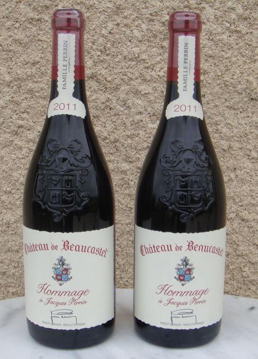 Lot de 2 bouteilles de CHÂTEAUNEUF-DU-PAPE Perrin & fils - Château De Beaucastel 2011 hommage à Jacques Perrin  Rouge vin - Rhône-Alpes - France  Note PARKER: 96/100  Cépages: Mourvèdre 60 % puis parmi 12 autre type de vignes du nom de Châteauneuf du Pape: Syrah, Cinsault, Counoise, Vaccarèse,... Vintage phare de ce grand domaine, dans l'hommage à leur père, est produit dans les grandes années.  Un véritable vin de garde... 2020/2030  Parfaitement conservé en cave à Beaune - ...