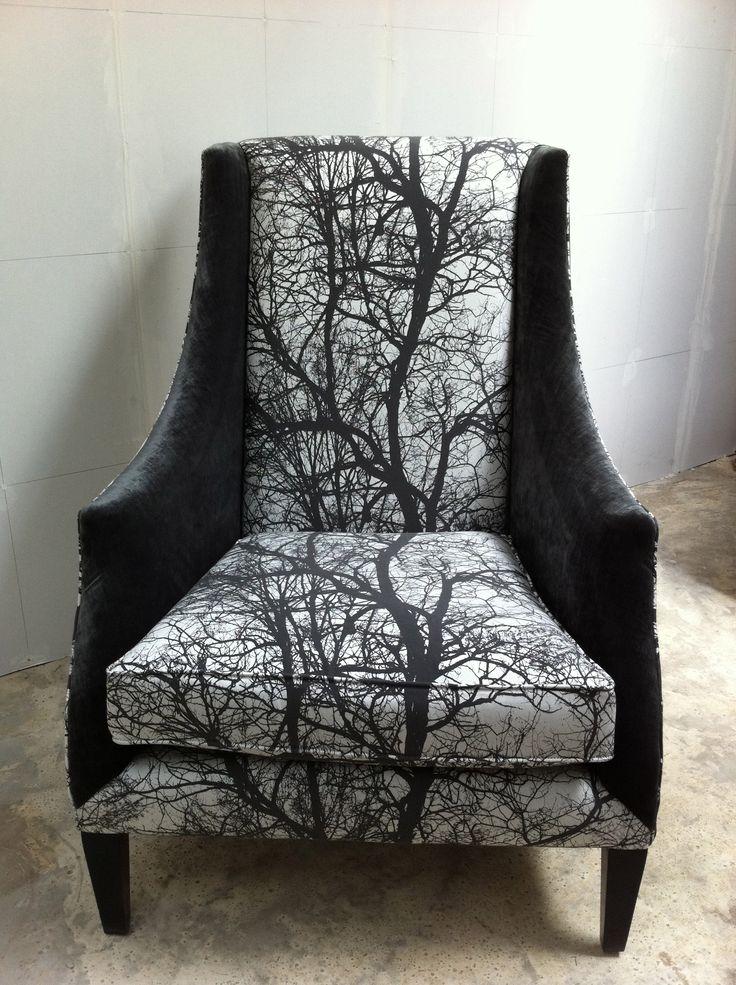 Modern beklede stoel. Het patroon loopt helemaal door!