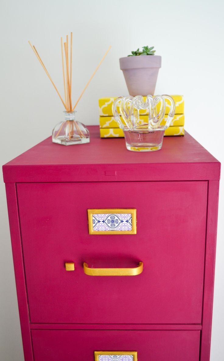 We bring in a happy burst of color into the Unfolded offices with a custom mix of Burgundy and Emile Chalk Paint® decorative paint by Annie Sloan on an otherwise neutral filing cabinet | Via The Palette Blog