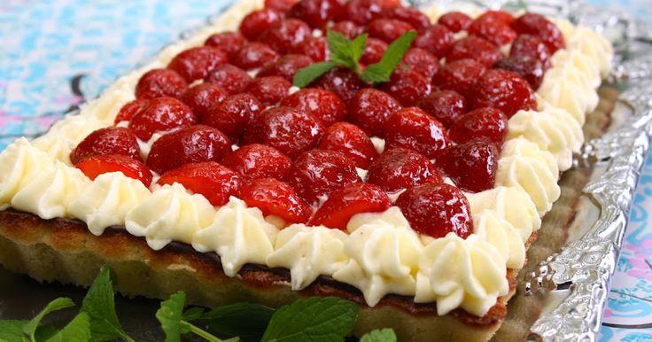 Det udvikler sig vist til lidt begyndende natteroderi, det her indlæg men nu skal det være! Den stakels jordbærtærte er blevet syltet længe...
