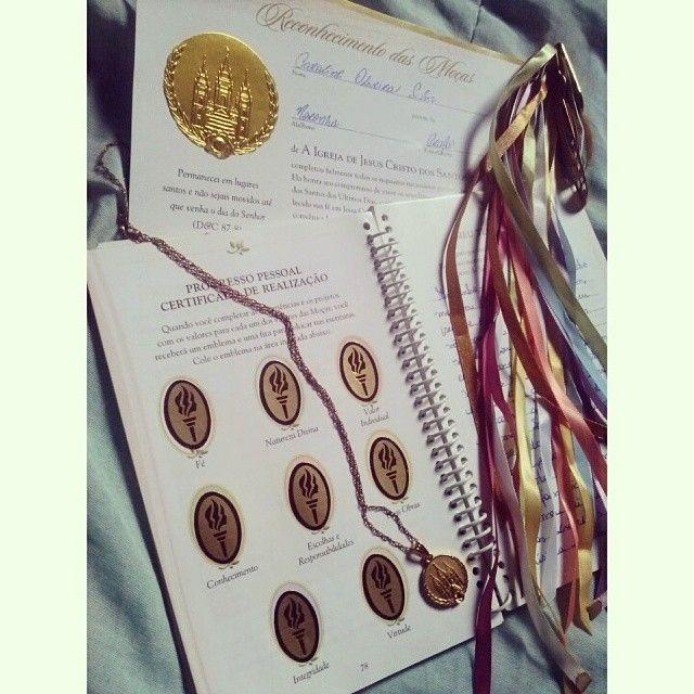 Acho que só eu esqueci de compartilhar isso também haha! Agora é oficial: meus dias nas Moças cheharam ao fim. Foi bom enquanto durou e o trabalho foi árduo, mas tudo valeu o esforço. Às moças que ainda não cumpriram seu Progresso Pessoal eu digo: esforcem-se! A recompensa no final é muito mais que o medalhão. #PersonalProgress #finished #mormonlife / http://mormonfavorites.com/?p=11937
