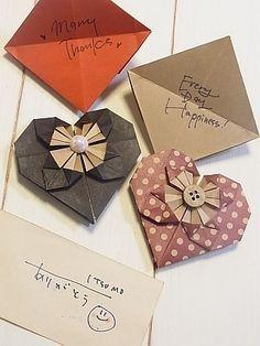 こんばんは、ゆみとままです。ハートの折り紙の作り方アップしてみました。♪説明が難しいので、こんな感じーとか、こんな風にーとかって言っています。なんとか画像みて…
