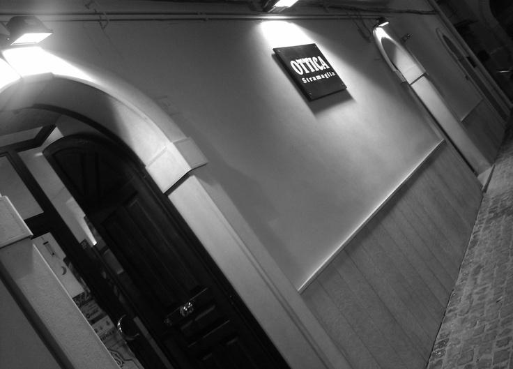 Ottica Stramaglia dal 1980.    Vendita al dettaglio occhiali da vista e da sole, applicazione e vendita lenti a contatto. Vendita al dettaglio prodotti di Optocosmetica - DERMEYES POINT GALILEO POINT SPECIALIZZATO    Siamo a Troia 71029 -FG- Italia.   In piazza San Marco di Ecana 5/A