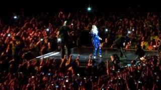 Fanoušek při koncertu strhnul Beyoncé z pódia.   VIDEO: http://www.bulvar.cz/blog/pad-beyonce-z-podia