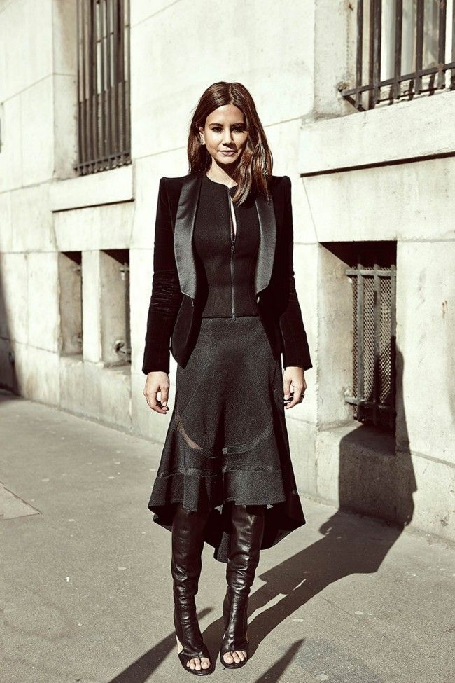 Stylish Christine Centenera In Black Street Style Pfw
