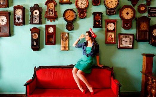 Confira o ensaio fotográfico retrô com a atriz Alessandra Maestrini. Atualmente no quadro do 'Fantástico', que acontece nos anos 1950, atriz ap
