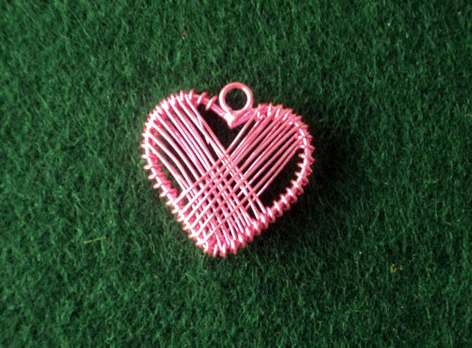 Μεταλλική ροζ συρμάτινη καρδιά για μπομπονιέρα γάμου