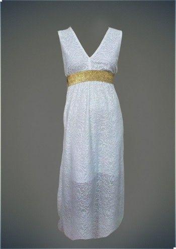 Το λευκό φόρεμα είναι τόσο απαραίτητο όσο το little black dress