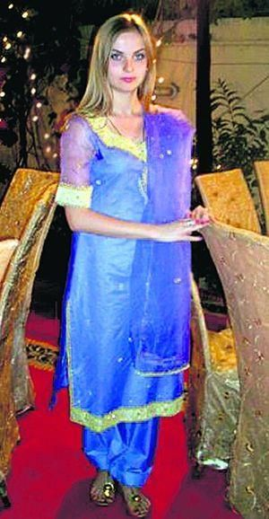 Пакистанские костюмы