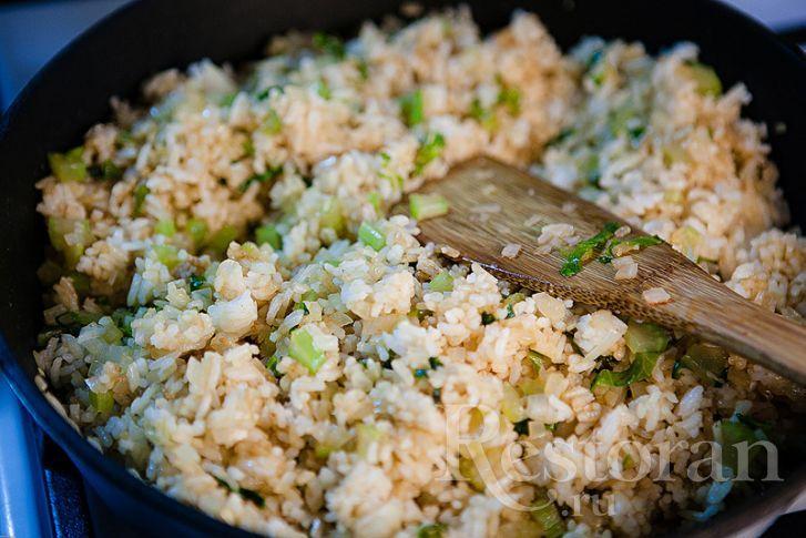 Вместо того чтобы покупать гавайские смеси в магазине или кушать скучный вареный рис, предлагаю сотворить вот такую вкусноту! А полезно-то как!