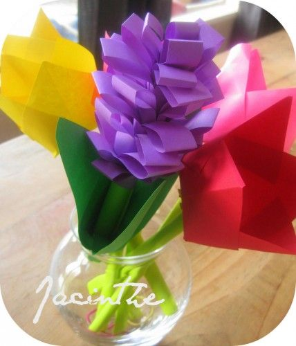Un petit pliage facile de Jacinthe, avec seulement du papier de la colle et une paire de ciseaux !    Easy! Fold a hyacinth. All you need is paper, glue and scissors !