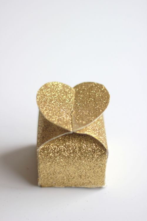 4 Ways to Make Your Own Gift Boxes