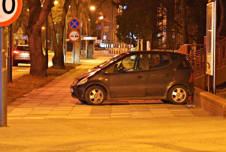 Kolizja! Auto wylądowało na chodniku ranni w szpitalu! | Świnoujście w sieci