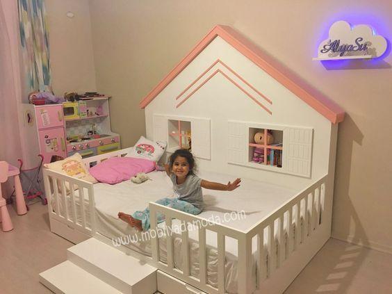 Arkası Çatılı Montessori Yer Yatağı Ortadan Merdivenli