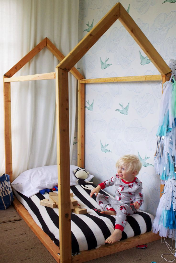 DIY toddler house bed {Bel & Beau} This is the one