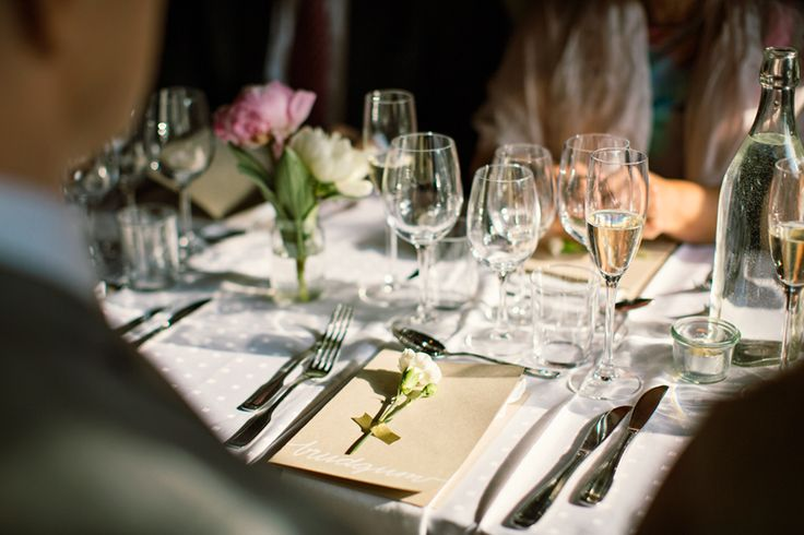 Tablesetting at weddingreception. Love the idea with the flowers taped on the menu, and at the same time with your name!