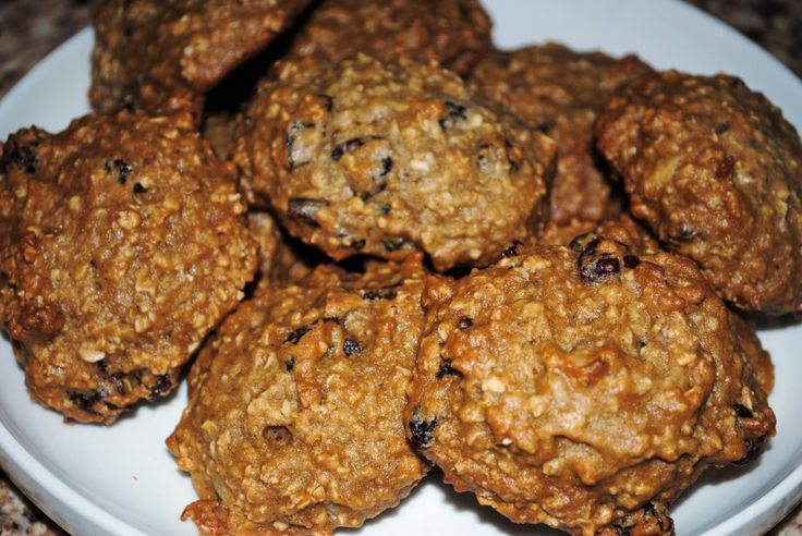 Trying: Applesauce Oatmeal Cookies. Healthy alternative. Great blog too about healthy alternative meals.