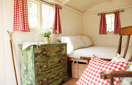 Cozy Canadian Cottage: Gingham Love